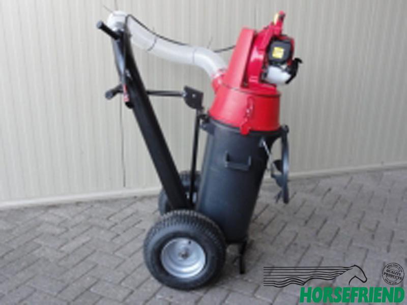 01. Paddock cleaner PC50. Voor het opruimen van mest, blad, papier en zwerfvuil.