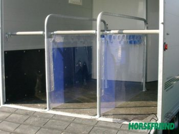 04.Transparant PVC voor de tussenschotten; dikte 3mm. Rol max. 20mtr. Breedte 100cm; pstr.m.