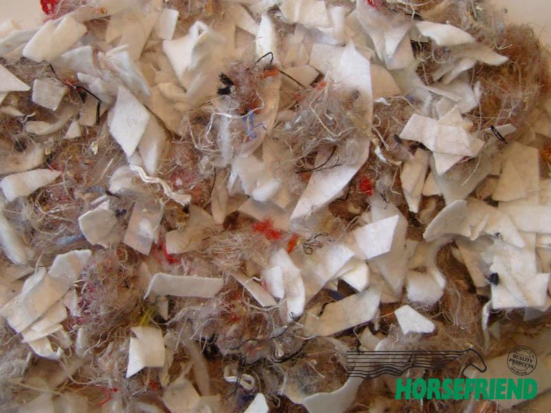 02.Soiltex Premix 1; 70procent geosnippers wit en 30procent polyvezels(gekleurd)