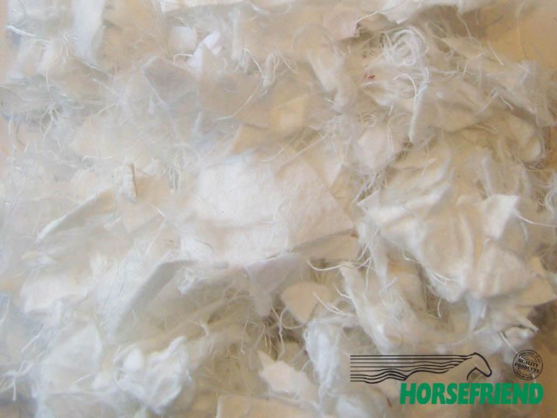 03.Soiltex Premix 4; 90procent geosnippers (wit) en 10procent polyvezels (wit)