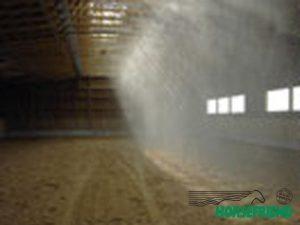 02.Nevelbuis beregening in de binnenmanege; optimale vochtverdeling over gehele bodem.