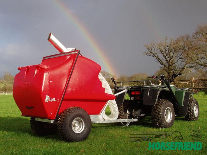 05.Paddock cleaner 1000H draaibaar; een professionele machine voor de grotere stallen.