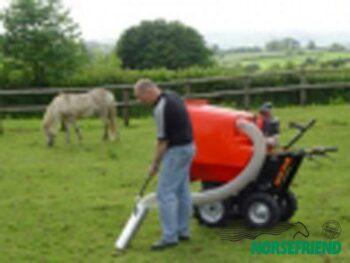 04.Paddock cleaner 500H; een zelfrijdende door benzine aangedreven kruiwagen