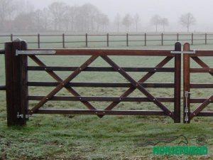 08.Hang en sluitwerk voor dubbele poort tot 240cm hek. Complete set.