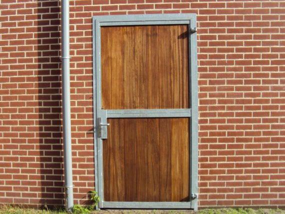 01.Buitendeur ééndelig hout;afm. dagmaat 1,200 mm x 2,200 mm(h)