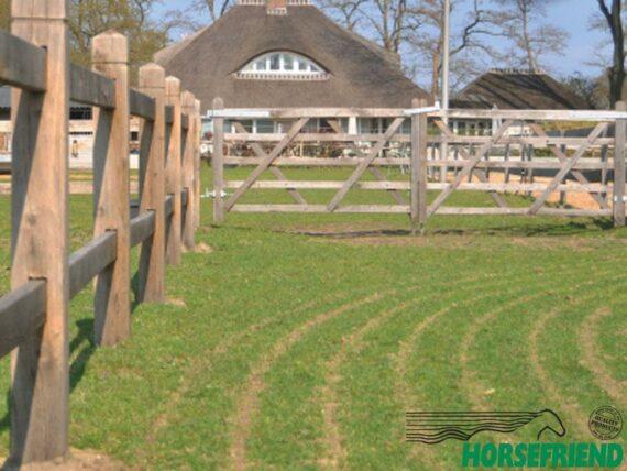 01.Europees eikenhout; Vierkante palen 11x 11cm met twee doorgestoken regels. Stelhoogte ca.130cm