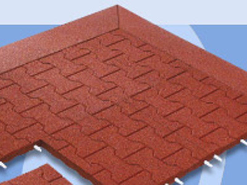 07.Komfortex granulaatmat met klinkermotief; veerkrachtige mat die doormiddel van pennen aan elkaar gekoppeld worden.