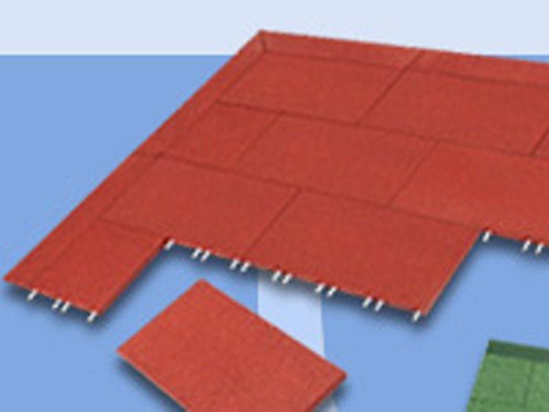 08.Komfortex granulaatmat; veerkrachtige waterdoorlatende mat. Afm. 1000x 500mm. Dikte 40mm