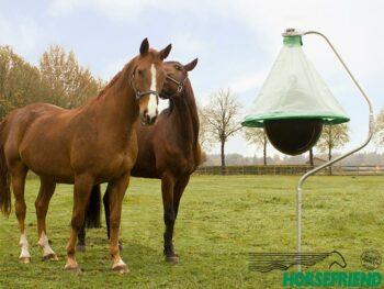 01.H-Trap; het professionele dazenval systeem. Het verwijdert dazen en zorgt voor een prettige leefomgeving voor paard en ruiter. Goed voor ca. 10.000m²