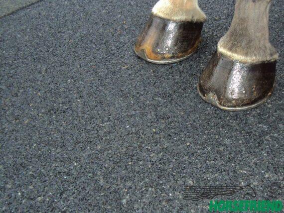 03.Horsefriend drainage tegel met vierkante nop. Drainerende mat voor goede vochtafvoer. Isolerende werking